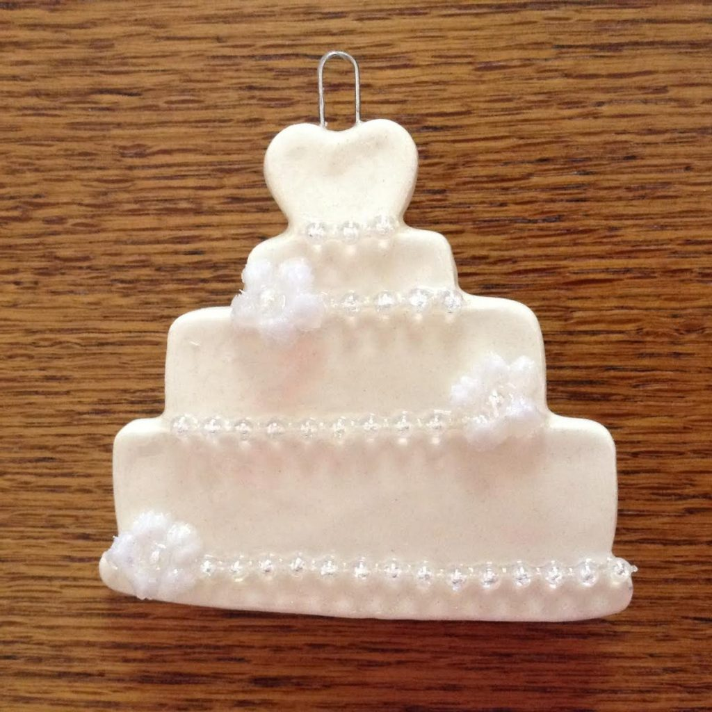 Wedding-Cake-W-Pearls-Flowers